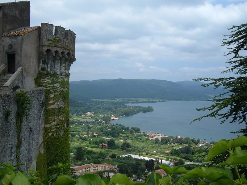 Озеро Браччано и средневековый замок